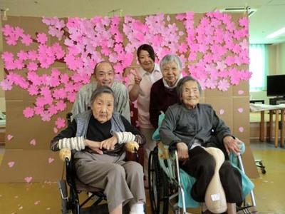平成24年5月号療養棟3階春のお茶会.JPG