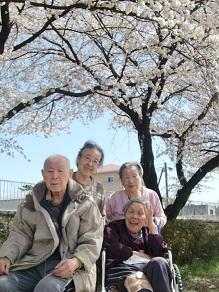 ケアセンター朱咲4月「お花見ドライブ」.jpg