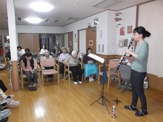 10月朱咲クラリネット演奏慰問①.JPG